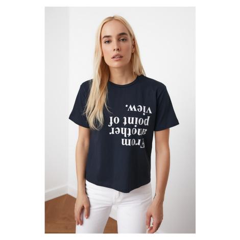 Koszulka z dzianiny z dzianiny trendyol navy blue print z pół-dopasowanego dzianiny