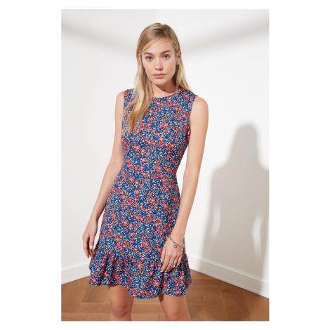 Sukienki bez rękawów Trendyol