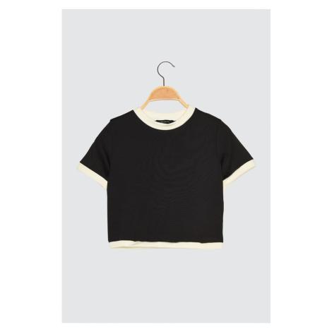 Bluzka sportowa Trendyol Black Crop